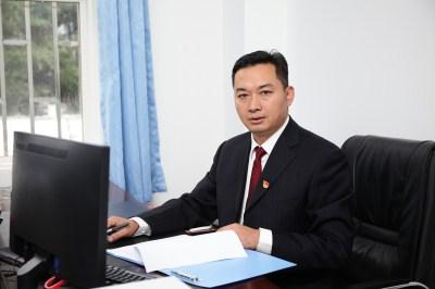 副校长、党委委员李景云